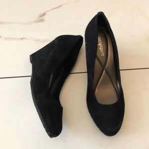 Easy Spirit Clauda Wedge Pumps in Black Suede